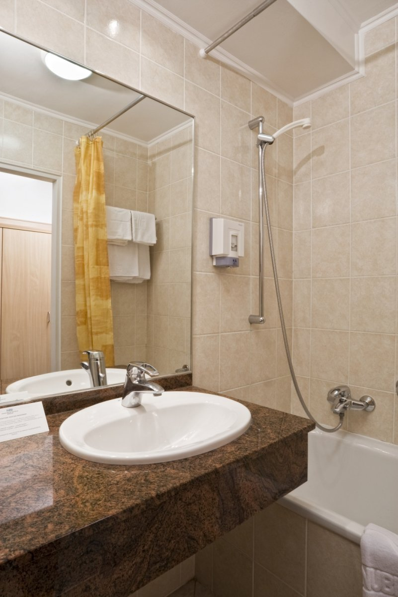 Superior+bathroom - Hotel+Annabella - hotel Balatonf%C3%BCred