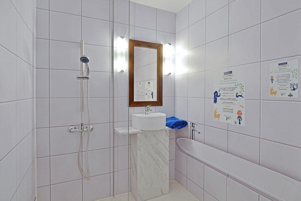 Danubius miniHotel bath