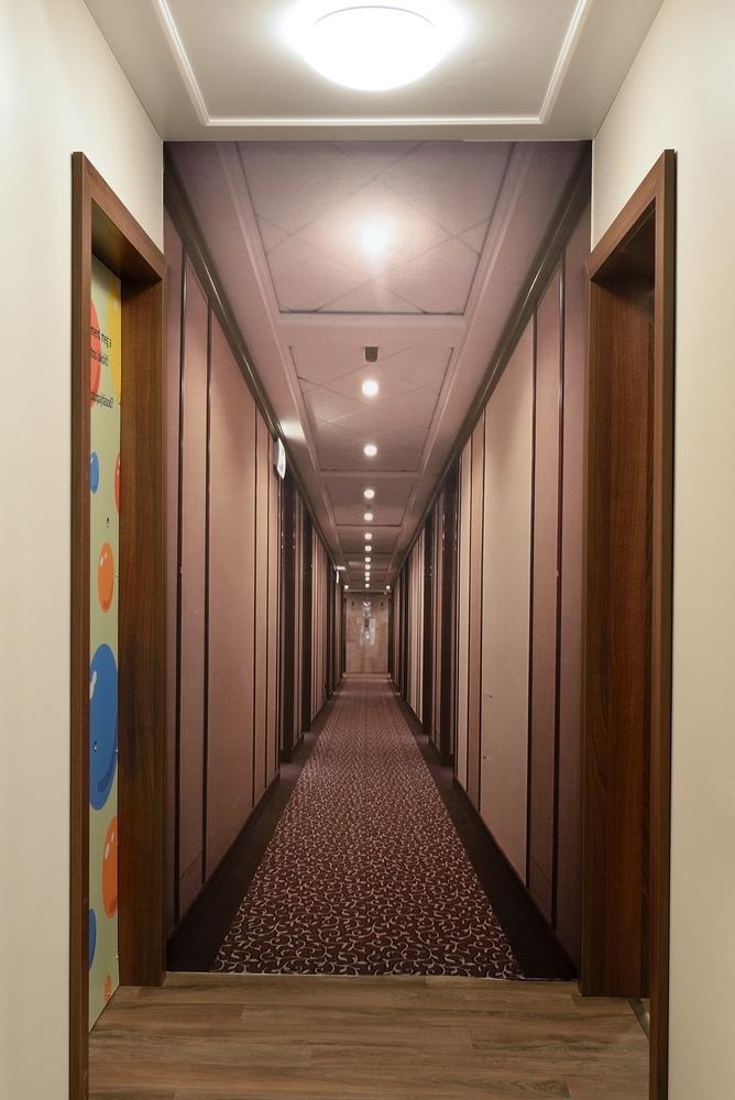 Danubius miniHotel corridor