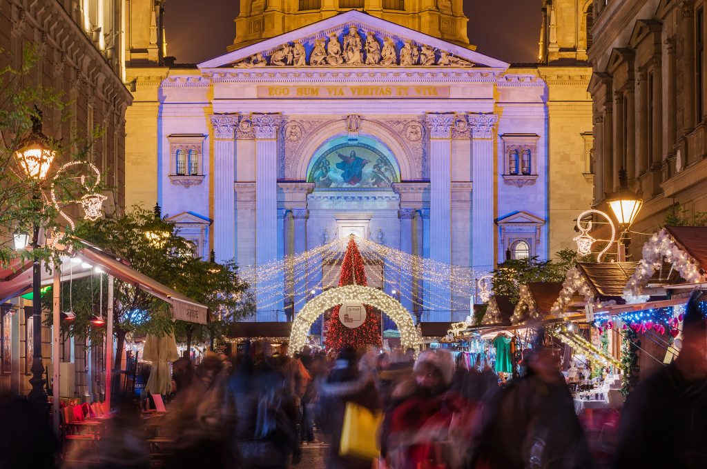 Christmas Market of the Basilica of St. Stephen (Adventi Ünnep a Bazilikánál)