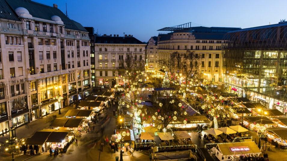 Christmas market Vörösmarty square Budapest