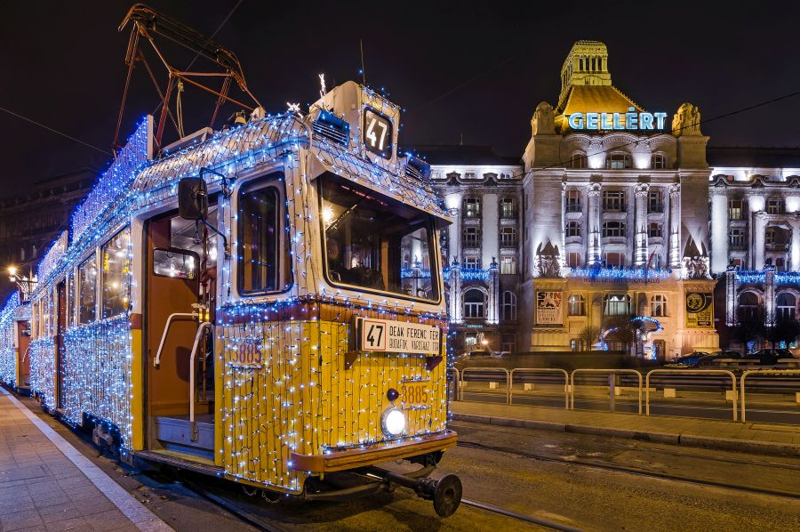 Winter tram on Gellért Square