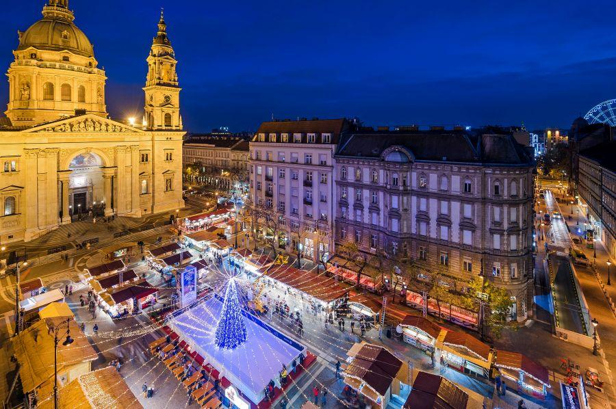 Christmas market Basilica, Budapest