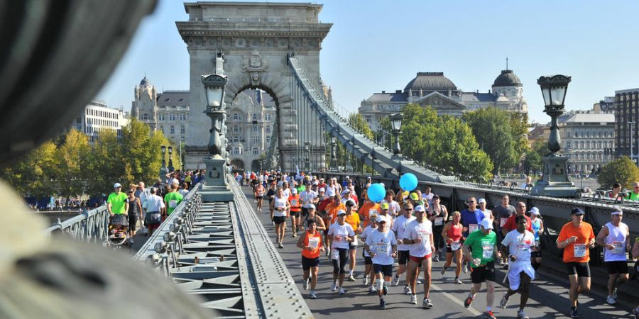 Marathon at Chain Bridge Budapest