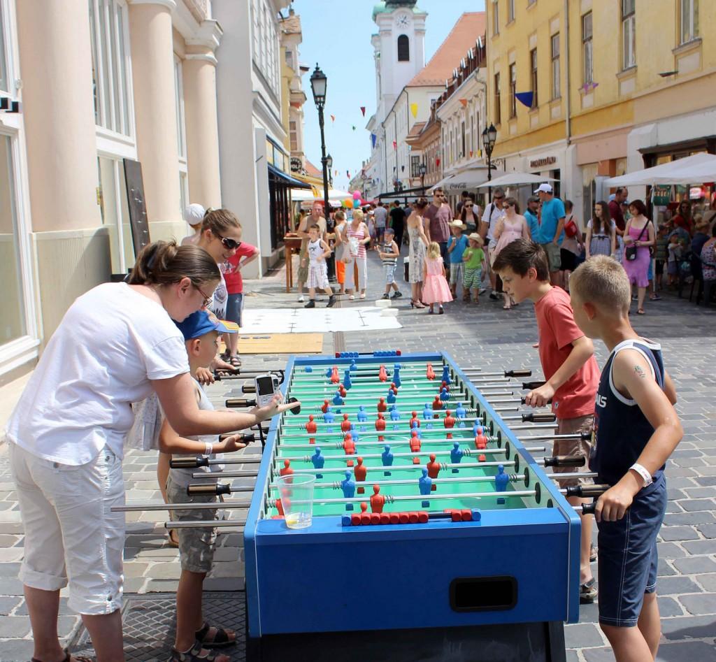 Ingyenes kültéri csocsó a 2016-os Győrkőcfesztiválon
