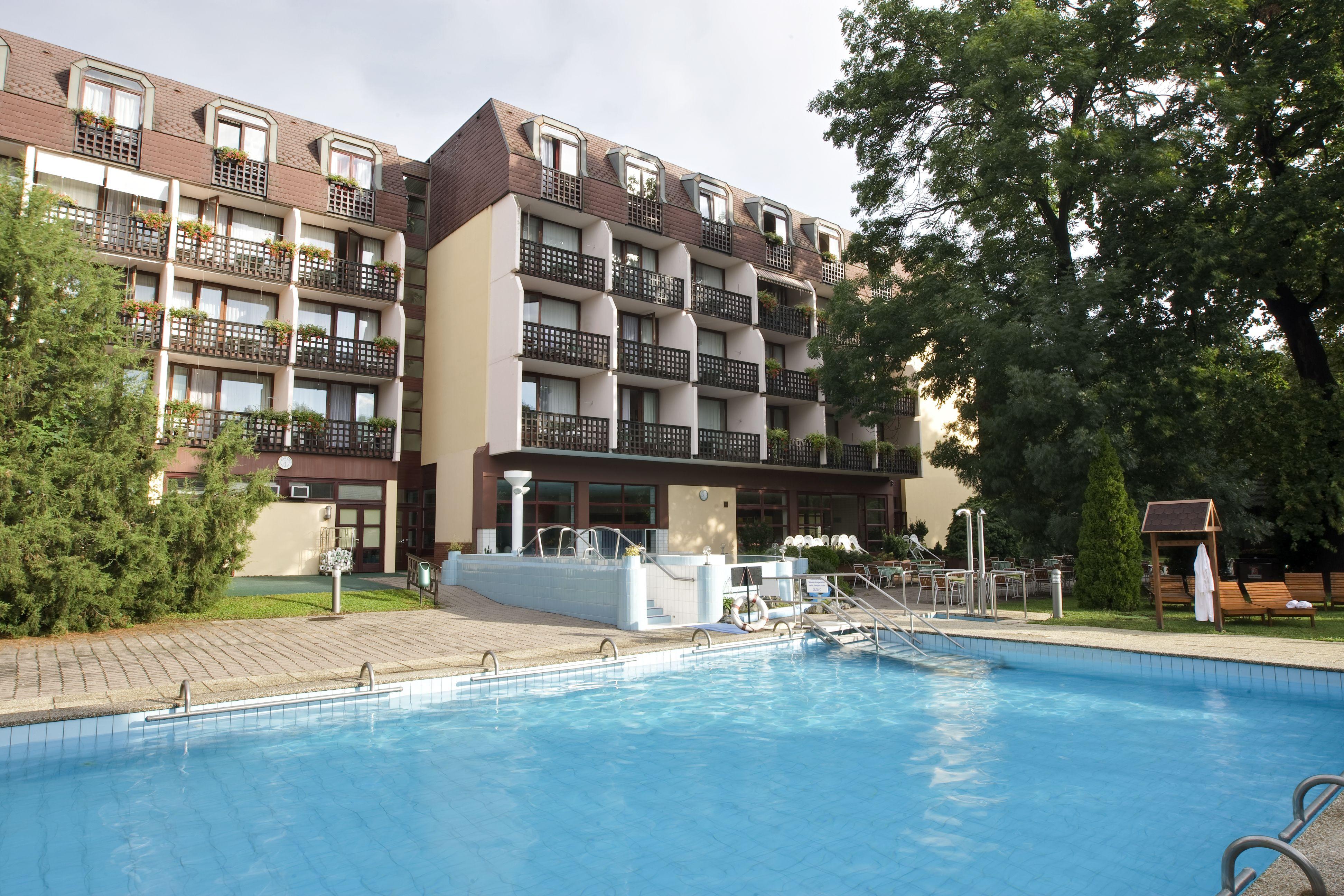 Danubius Hotel sárvár kültéri medence