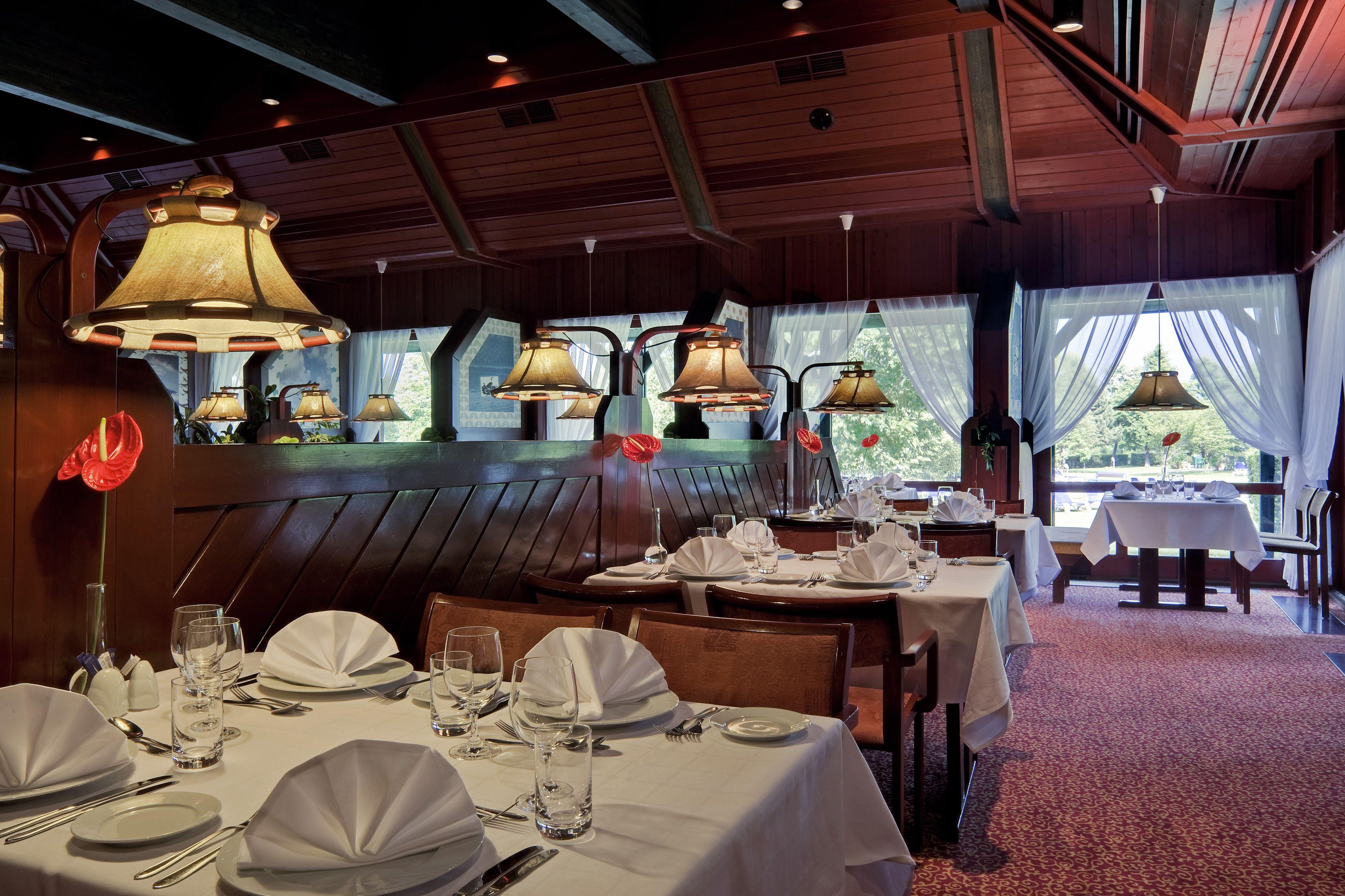 Nils Holgersson étterem a büki Danubius szállodában