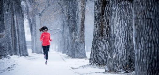 Futás havas tájon