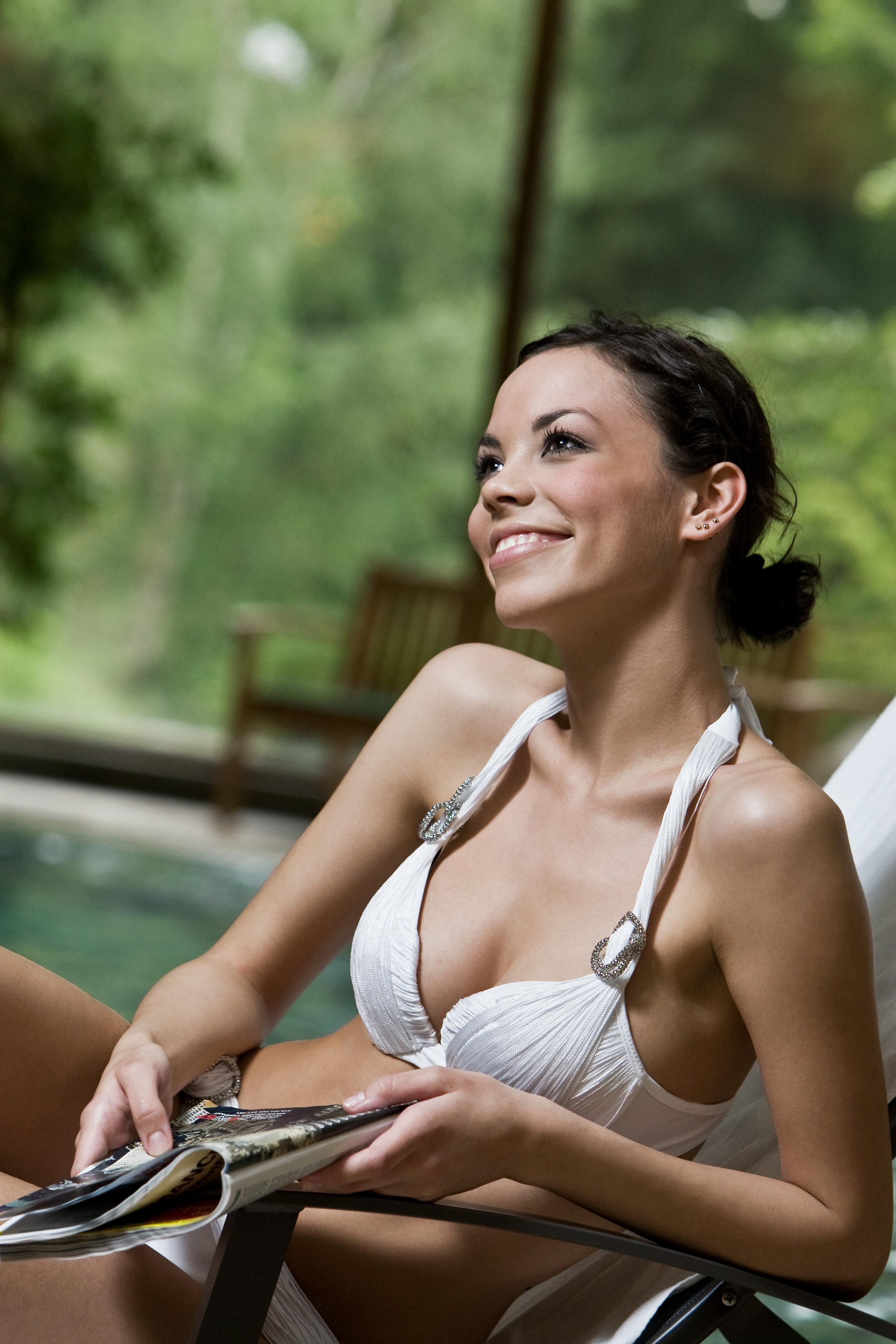 Pihenés a Margitszigeti Danubius szálloda medencéje mellett