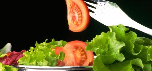 Saláta tál paradicsomal