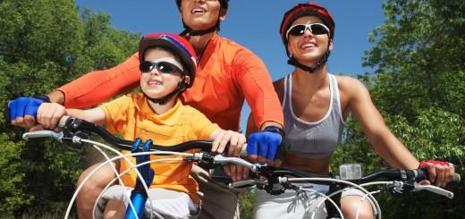 Biciklizik a család