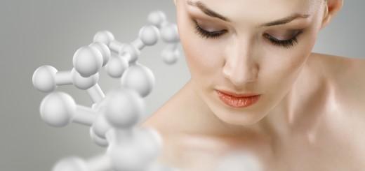 Női arc molekulákkal szürke háttér előtt