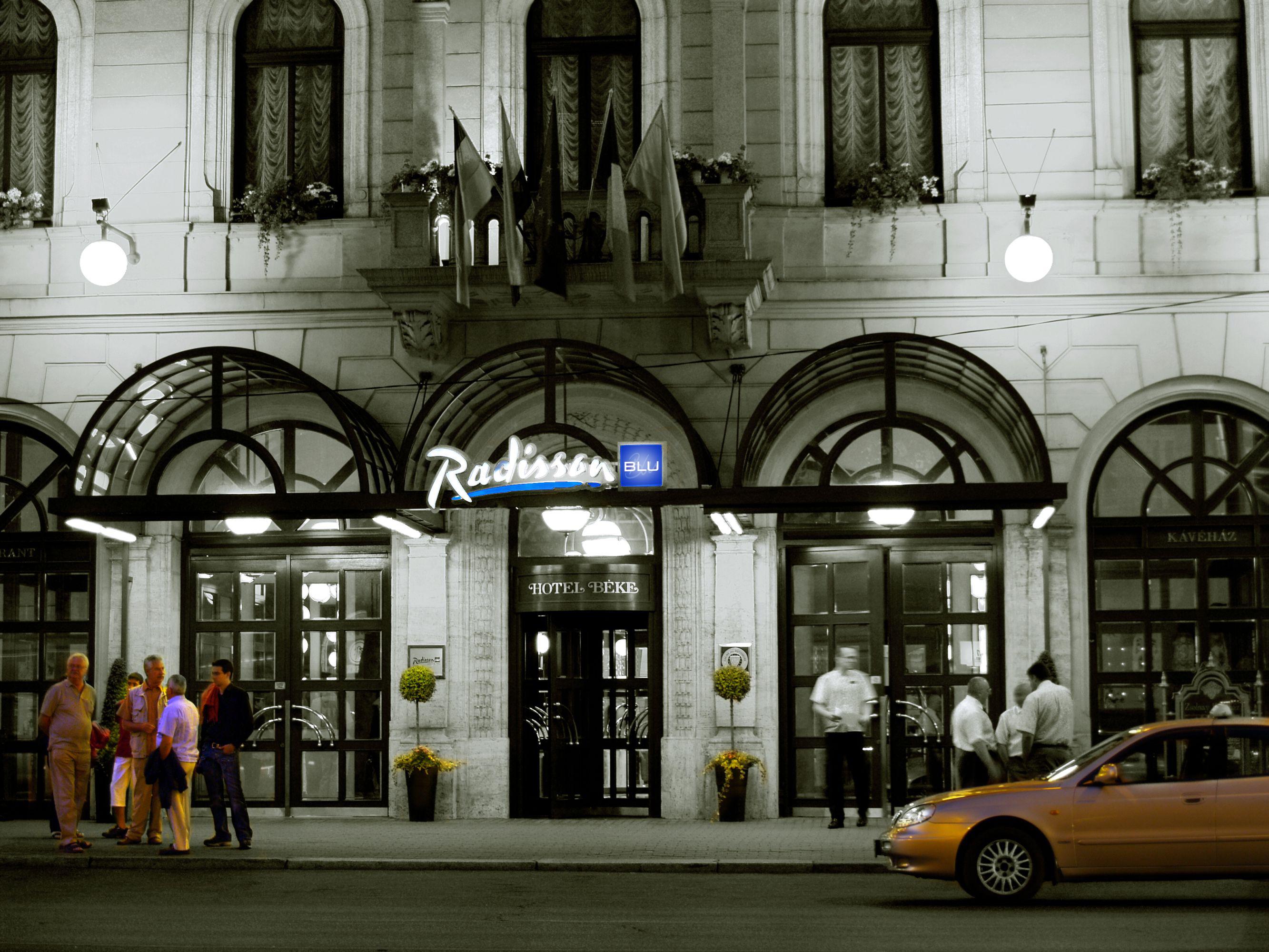 Radisson Blu Béke Hotel bejárat
