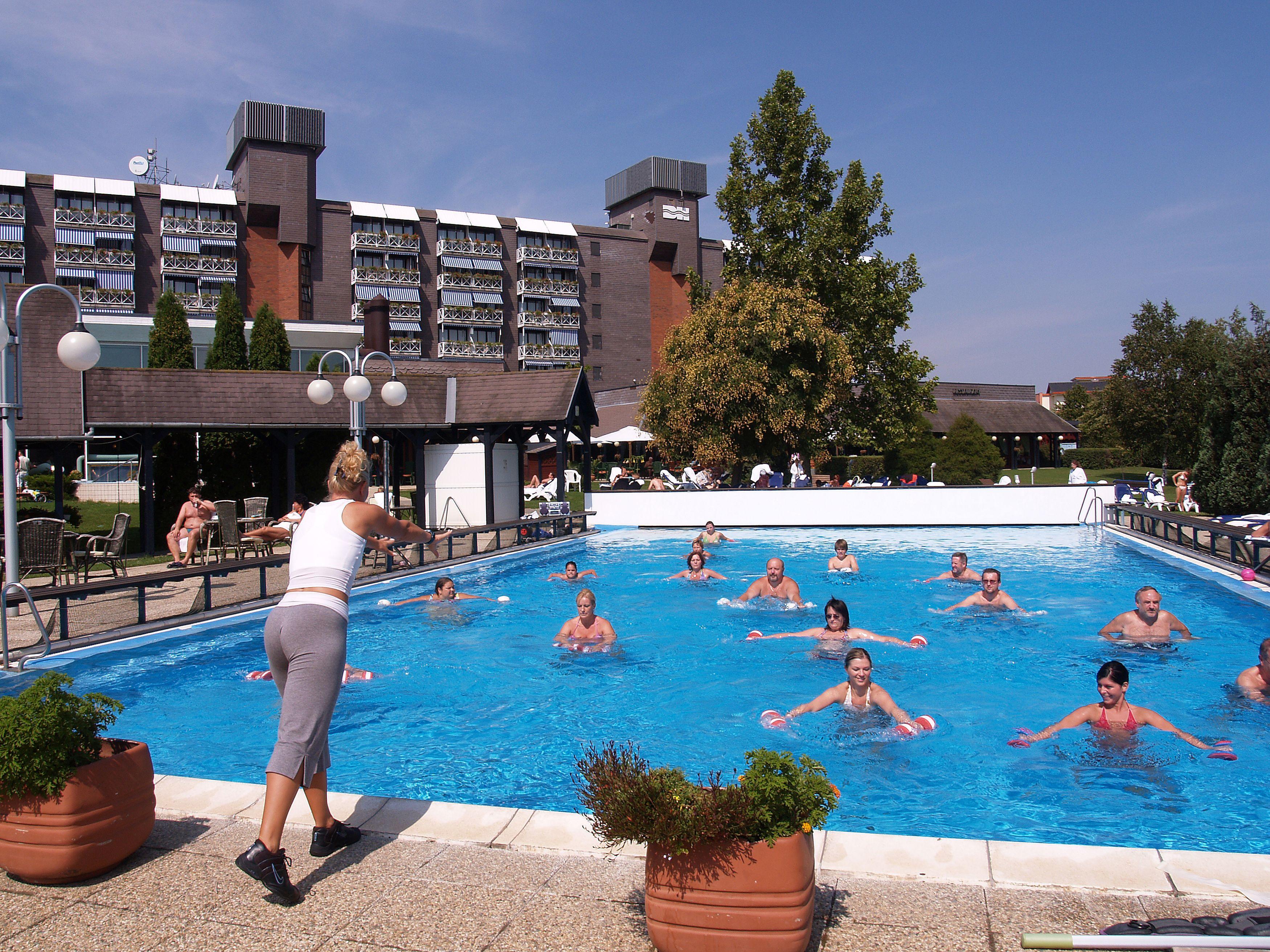 All inclusive wellness vízi torna a Bükfürdői szálloda külső medencéjében