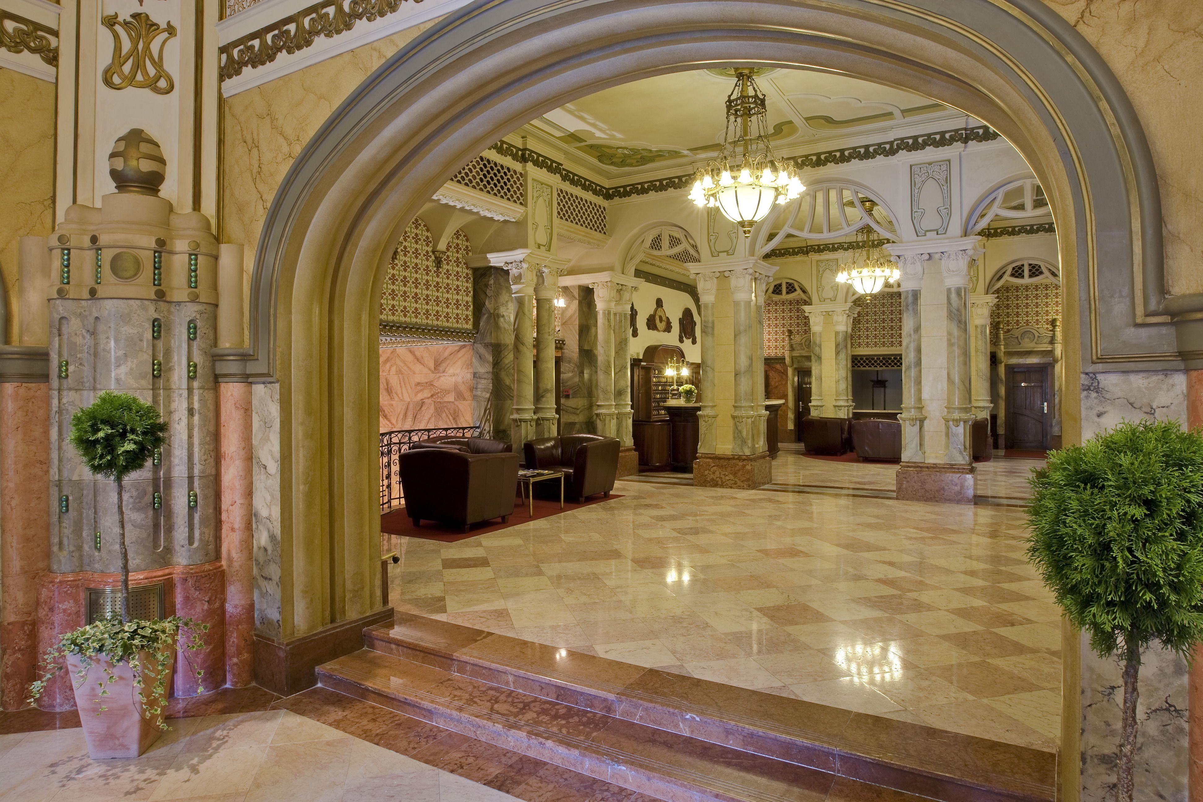 Hotel Palatinus Pécs lobby