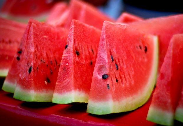 görögdinnye szeletelve