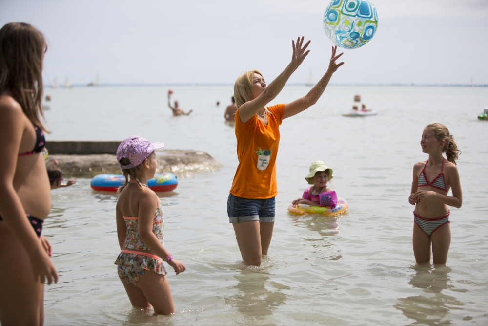 Vízi játék a Balatonban