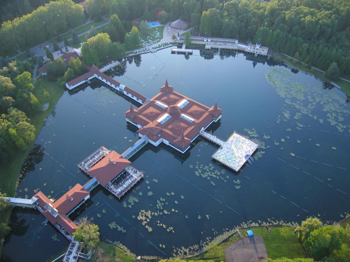 Hévízi tó felülnézetből