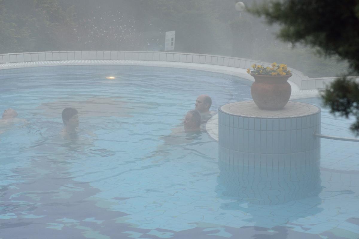 párába burkolózó medence