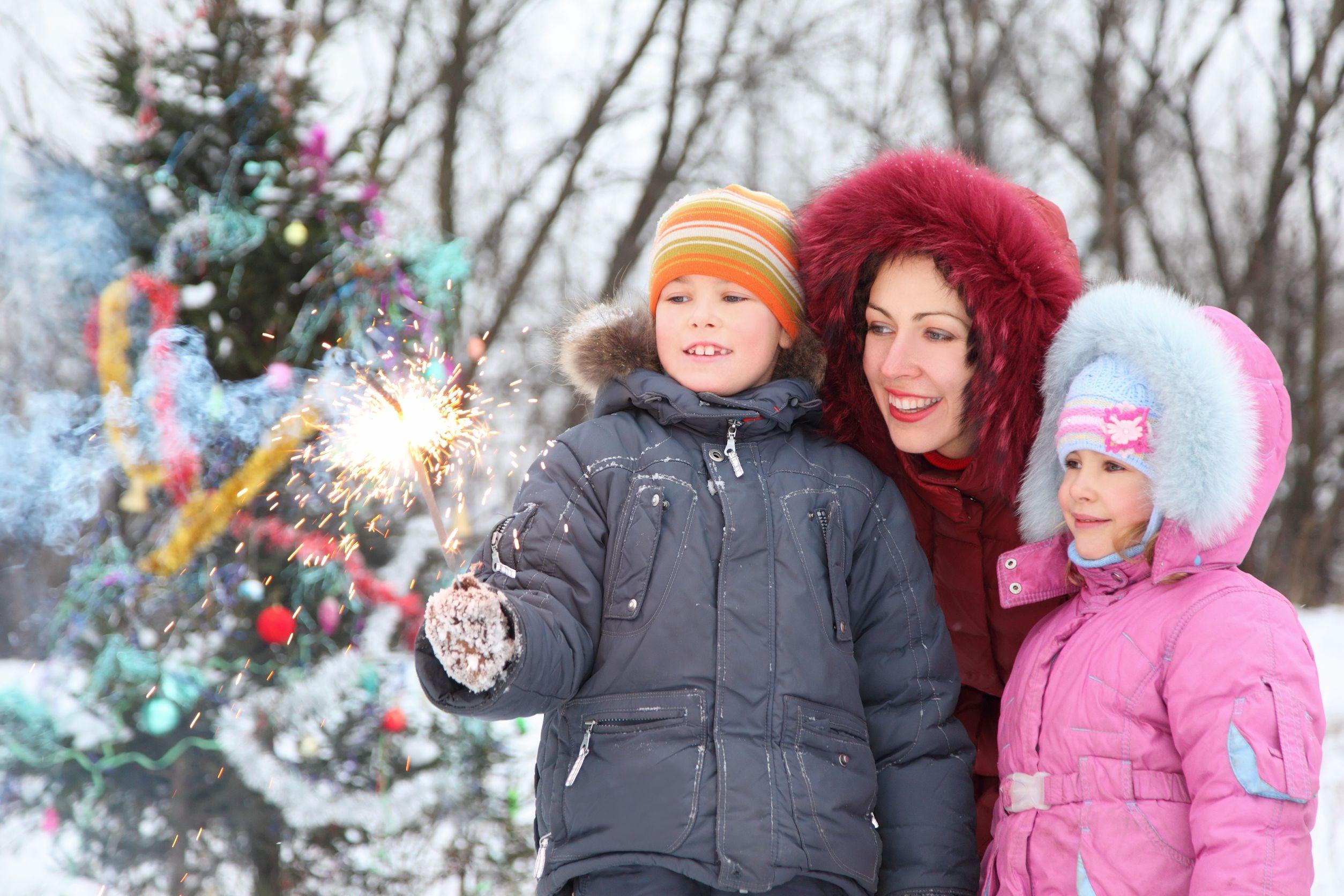 Karácsonyi csillagszóró gyújtás a szabadban