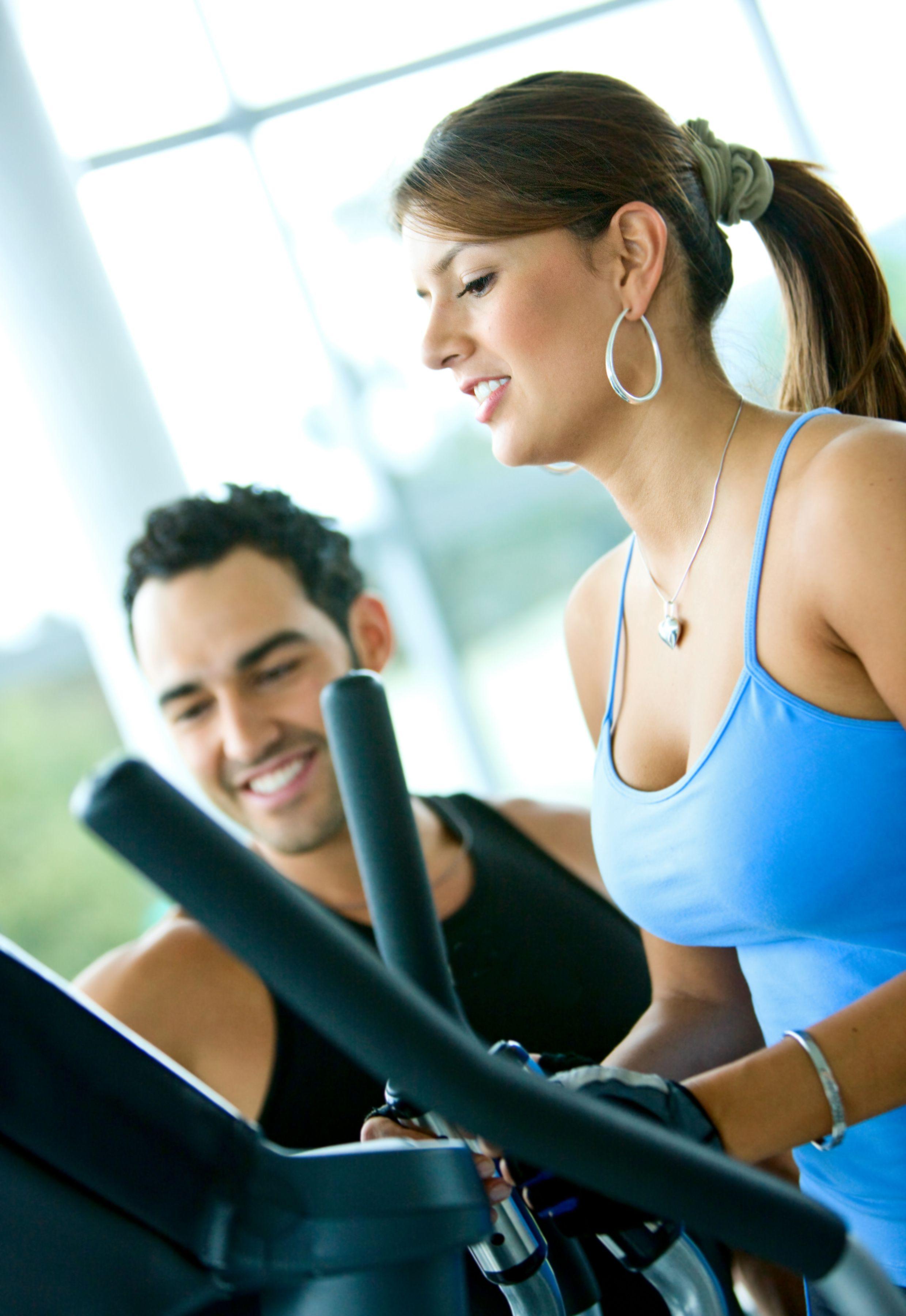 edzés edzőteremben edzővel