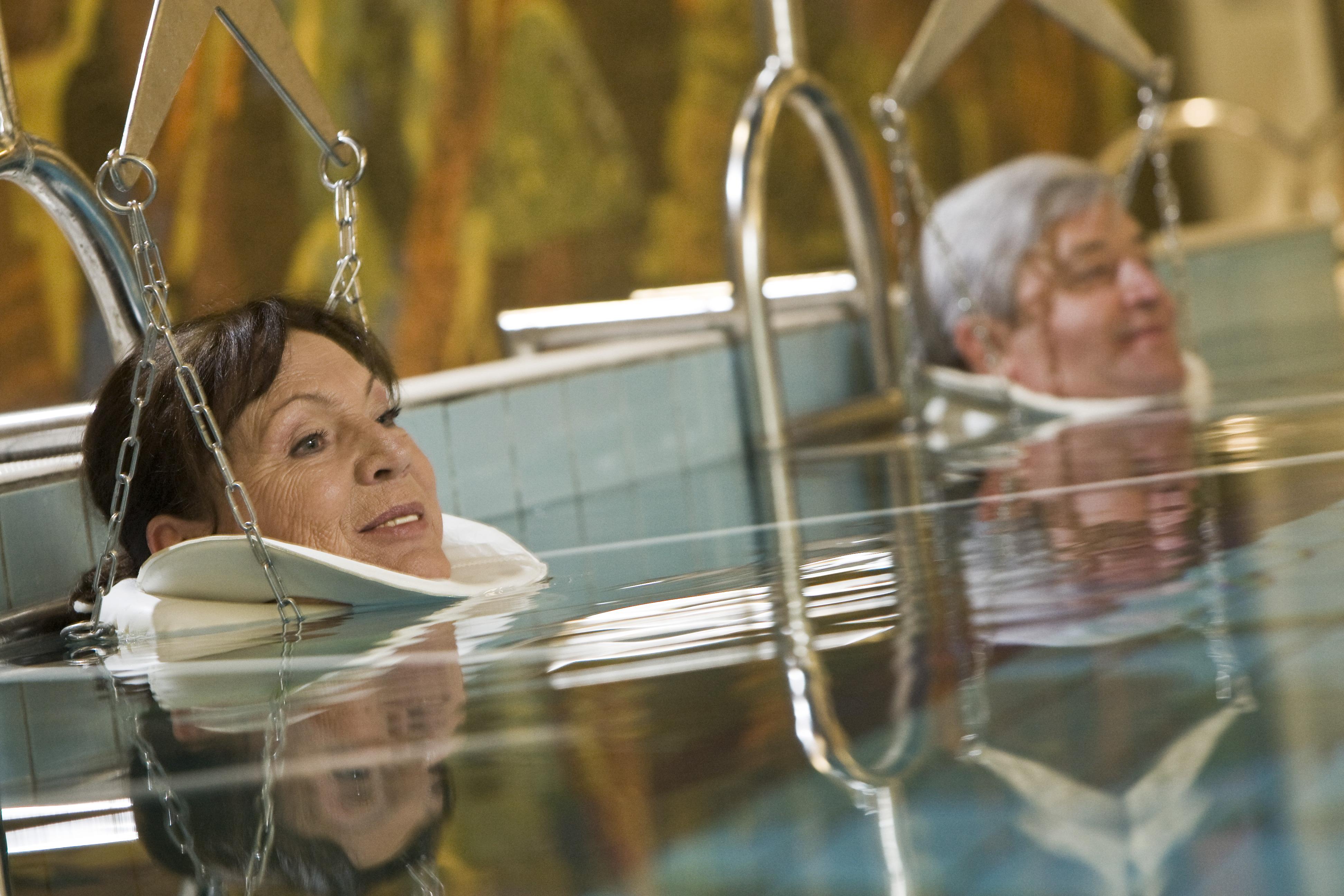 súlyfürdőző hölgyek