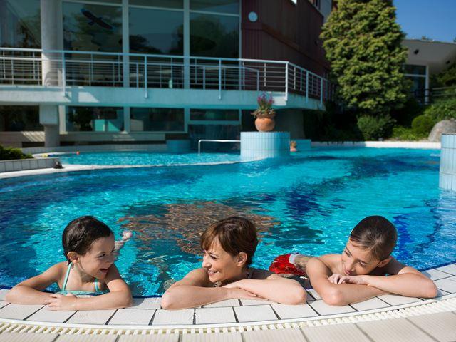Hotel Aqua külső élménymedence