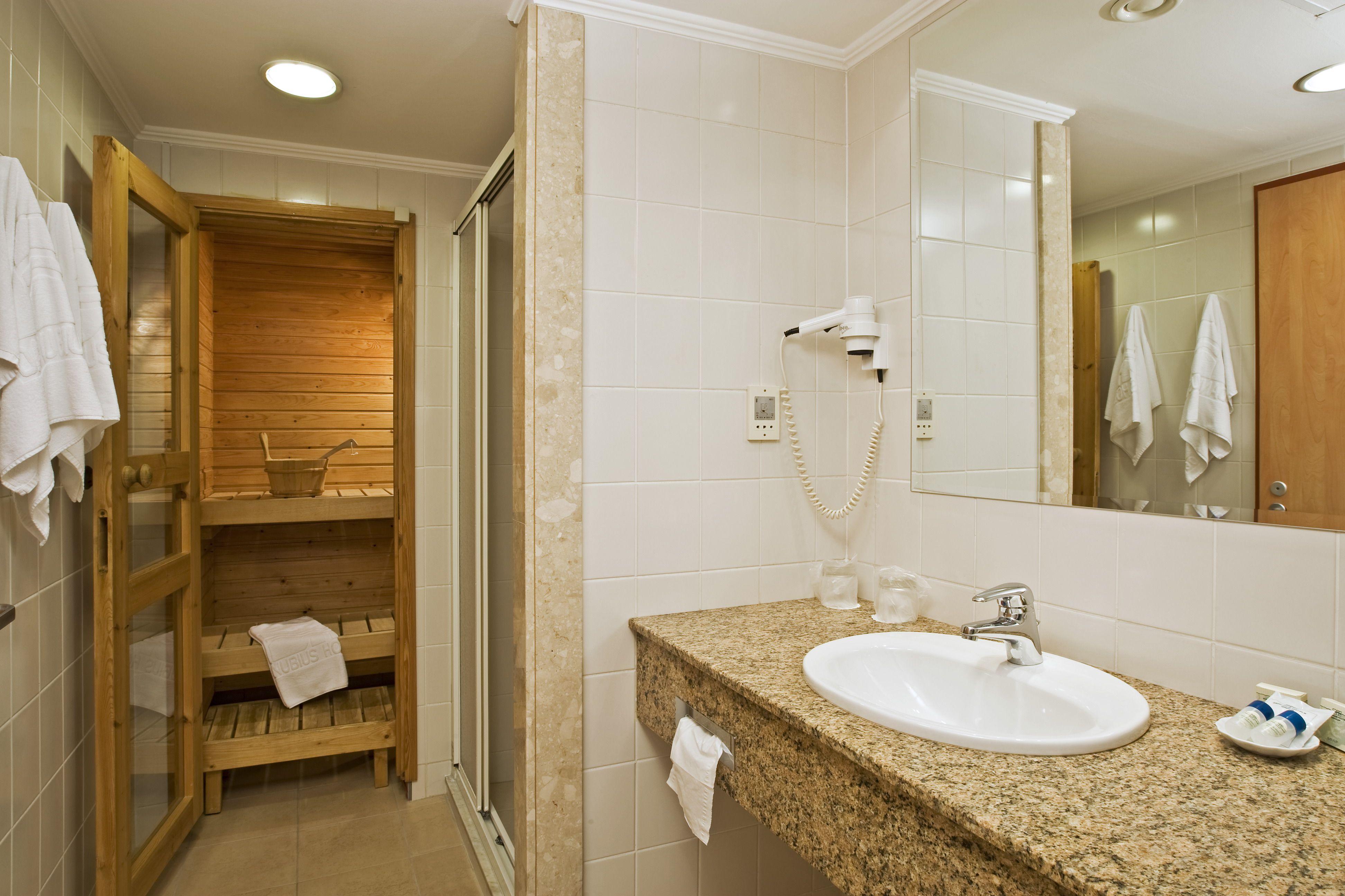 Danubius Hotel Helia szaunás fürdőszoba