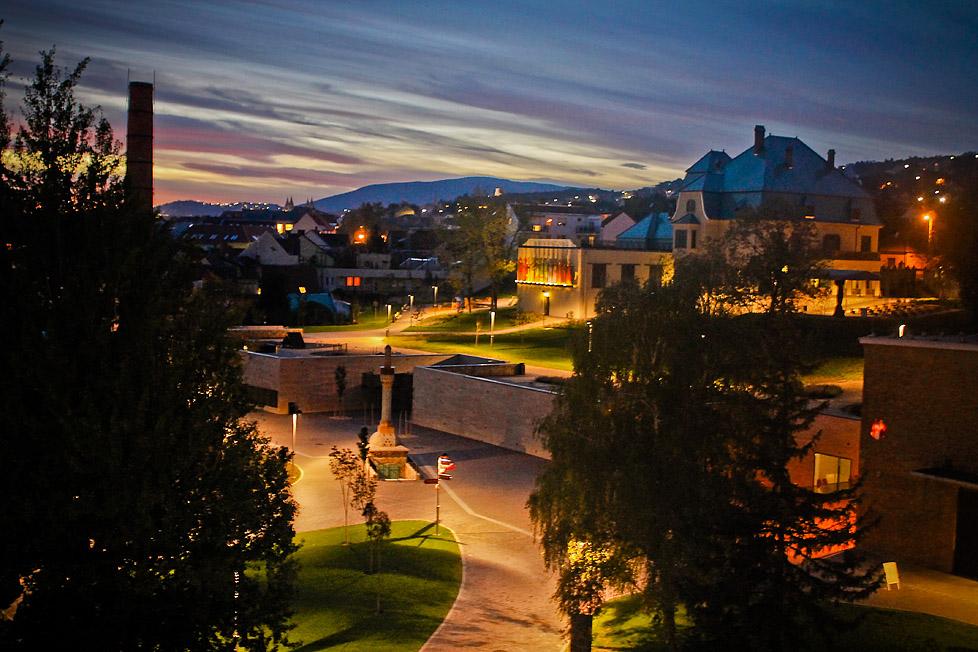 Pécs esti látkép