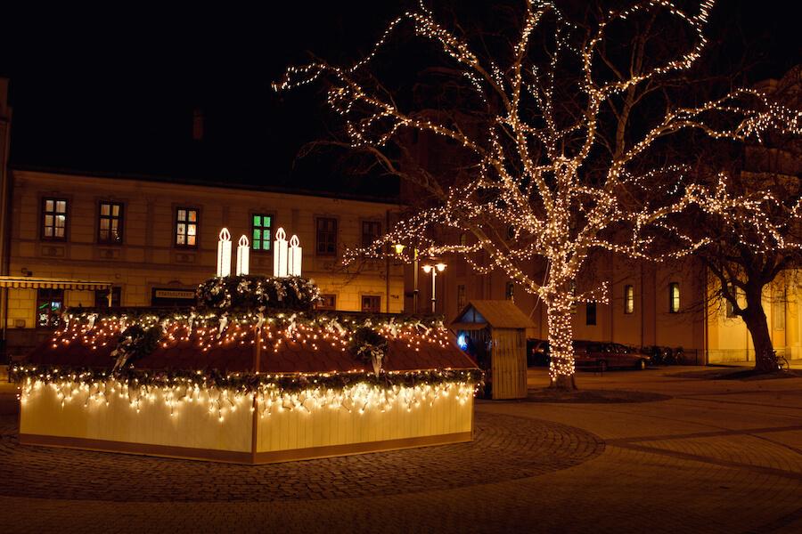Sárvár karácsonyi díszben