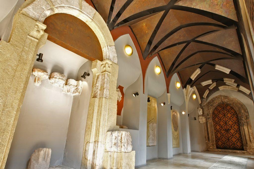 13. századi Domonkos rendi kolostor