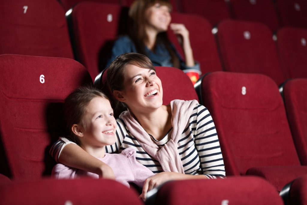 mozi anyukával és gyerekkel