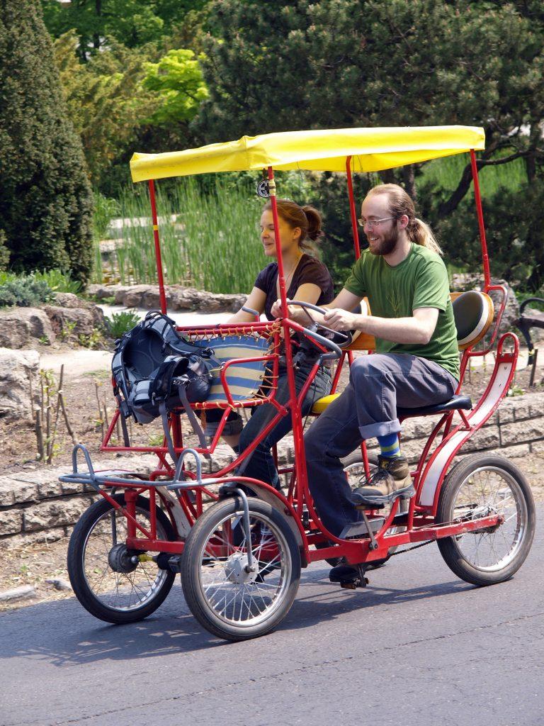 bringó hintó a Margitszigeten