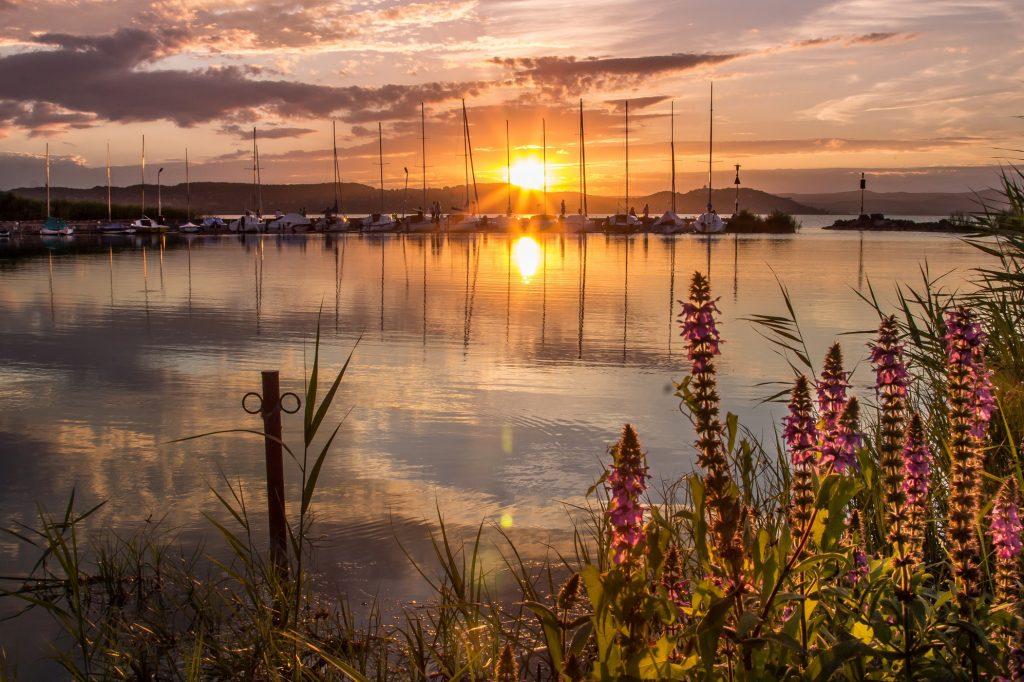 Balatoni naplemente a kikötőben