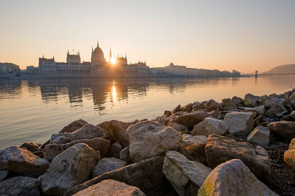 Őszi napfelkelte a Parlament előtt