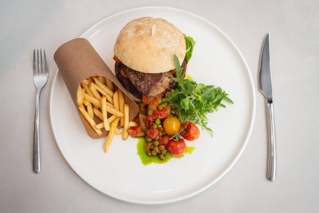Budapest burger, Zsolnay Kávéház