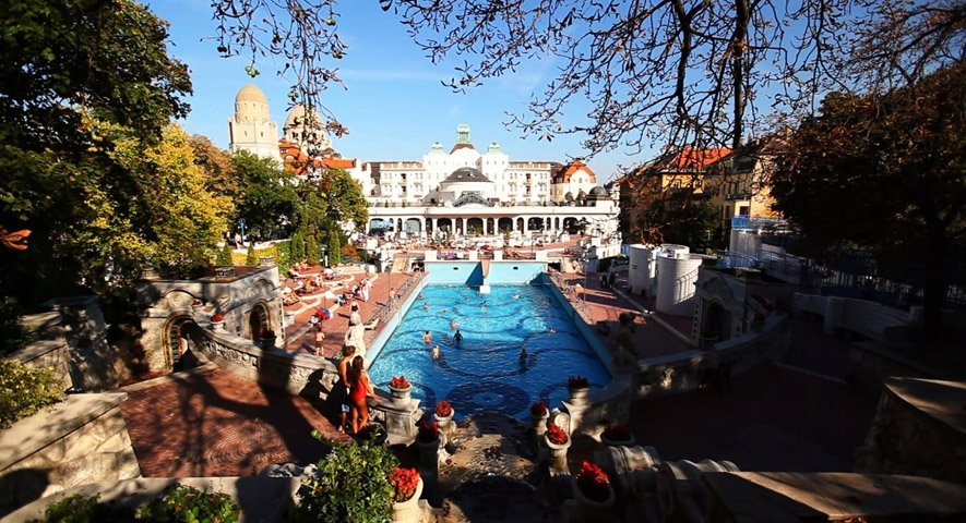 Gellert+bath+outdoor+pools - Danubius+Hotel+Gell%C3%A9rt+ - hotel Budapest