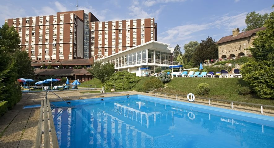 Outdoor swimming pool - Danubius Health Spa Resort Aqua - hotel Hévíz