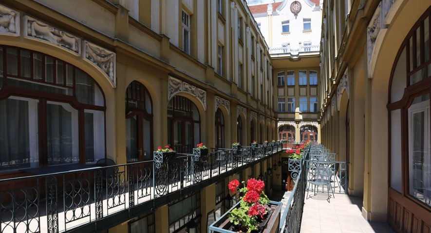 Terrace - Hotel+Palatinus+City+Center+ - hotel P%C3%A9cs
