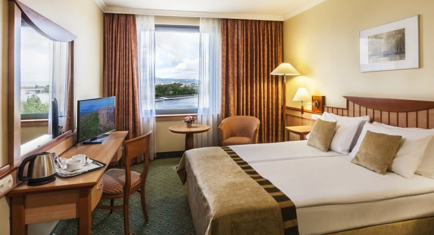 Superior Double Room with Danube view - Danubius Hotel Helia - hotel Budapest