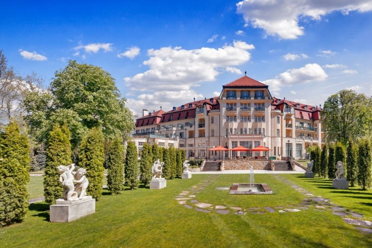 - Danubius Health Spa Resort Thermia Palace - hotel Pöstyén