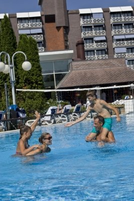 Outdoor+pool - Danubius+Health+Spa+Resort+B%C3%BCk - hotel B%C3%BCk