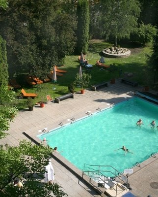 Garden+swimming+pool - Danubius+Health+Spa+Resort+S%C3%A1rv%C3%A1r - hotel S%C3%A1rv%C3%A1r